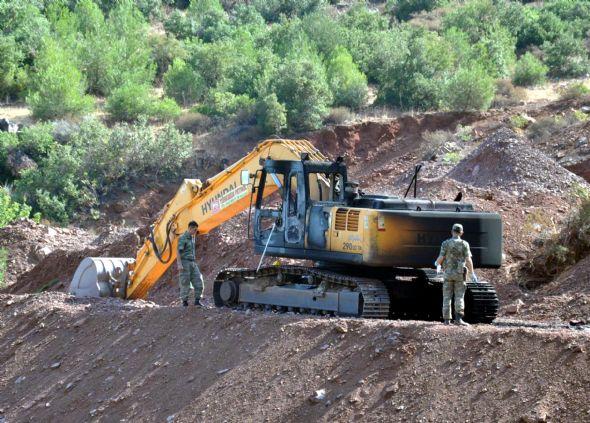 PKK iş makinelerini yaktı 1