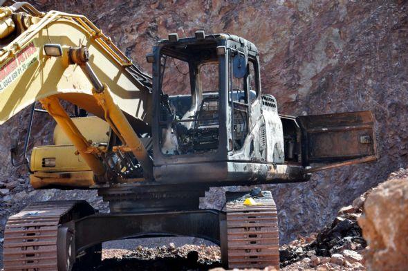 PKK iş makinelerini yaktı 2