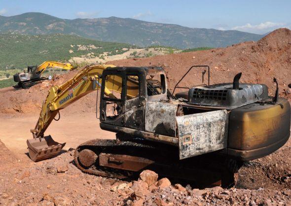 PKK iş makinelerini yaktı 3