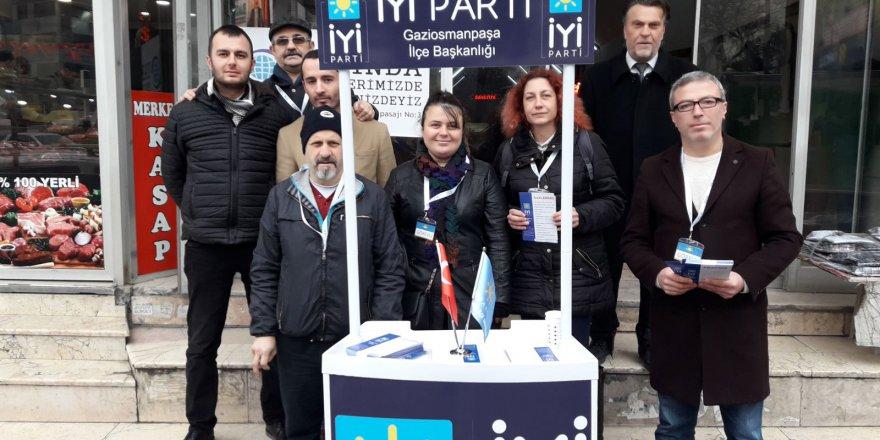 İYİ Parti Meydanlara Üye Kaydı Standı Kurdu