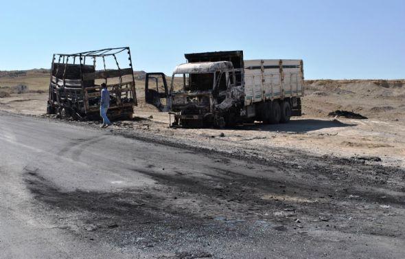PKKlılar araç yakıp,adam kaçırdı