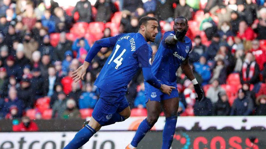 Everton'ı Cenk Tosun taşıdı