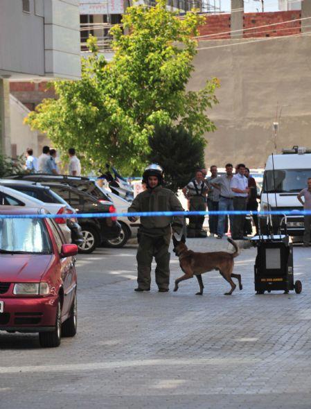 İzmirde Adliye Sarayında bomba paniği