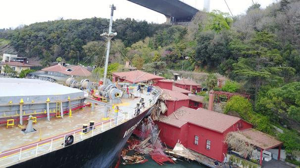 Son dakika: İstanbul Boğazı'nda gemi yalıya çarptı