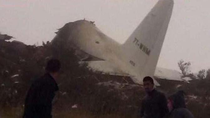 Son dakika... Cezayir'de 257 kişiyi taşıyan uçak düştü