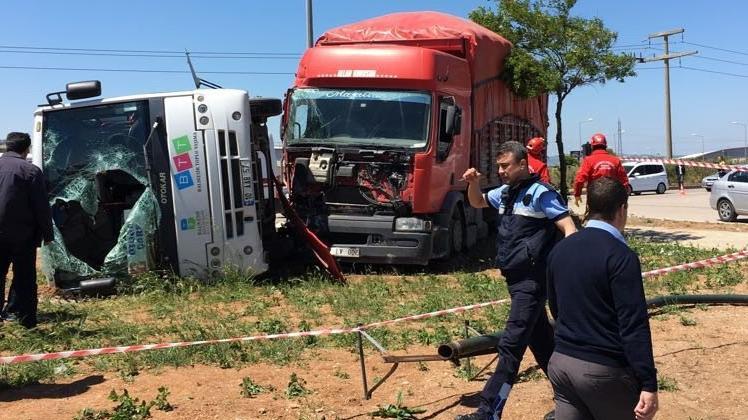 Balıkesir'de feci kaza: 19 yaralı