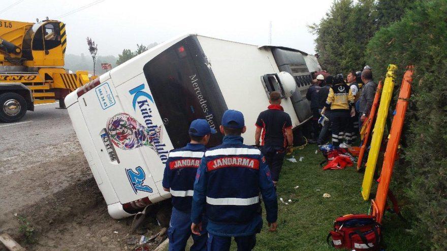 Kütahya'da yolcu otobüsü devrildi: Ölü ve yaralılar var