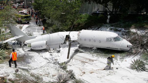 Honduras'ta uçak düştü!