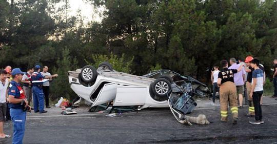 Uşak'ta korkunç kaza! Kamyon kırmızı ışıkta araçları biçti: 2 ölü, 17 yaralı