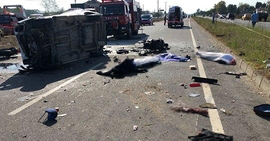 Sakarya'da trafik kazası: 7 ölü, 2 yaralı