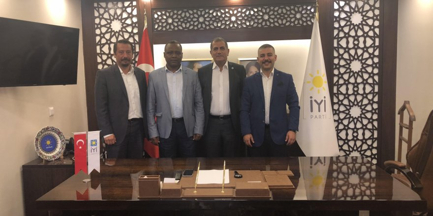 YAD İYİ Parti İzmir İl Başkanı Hüsmen Kırkpınar'ı ziyaret etti