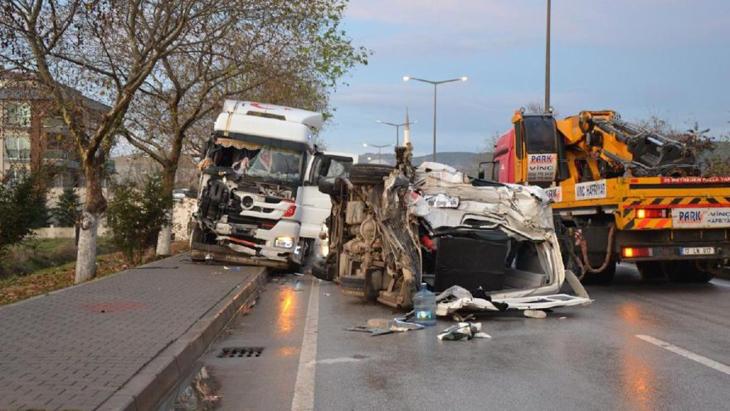 Çanakkale'de feci kaza: 4 ölü, 16 yaralı
