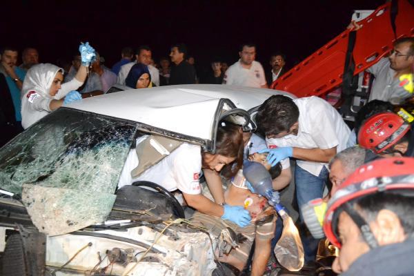 Otomobil ve Midibüs Çarpışı: 17 Yaralı