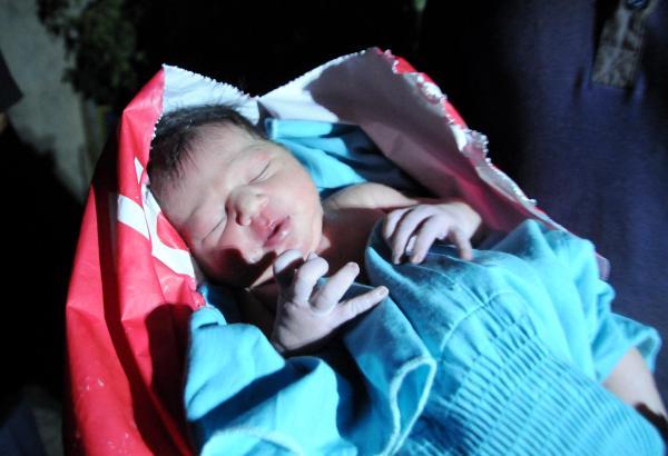 Poşetten Bebek Çıktı