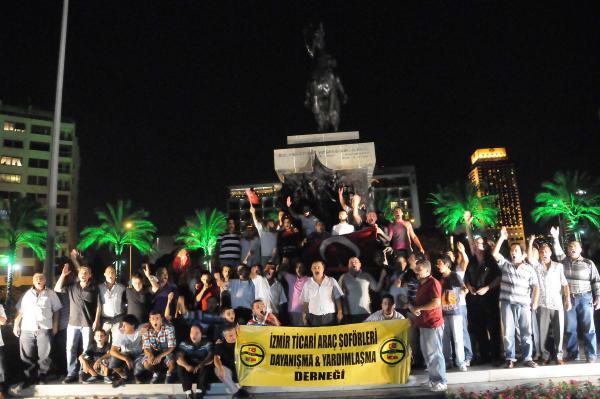 İzmirde Teröre Sarı Öfke