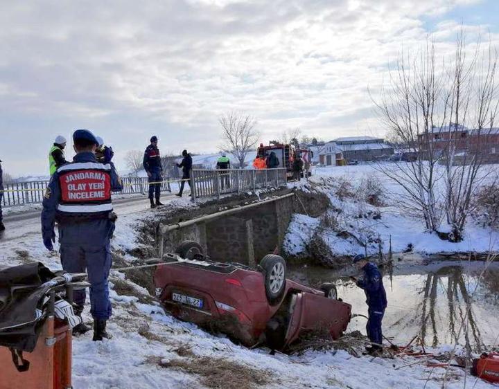 Tekirdağ'da otomobil dereye uçtu: 8 ölü