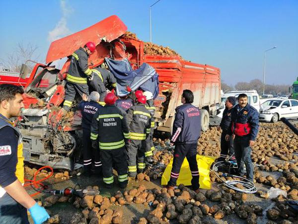 Konya'da zincirleme kaza: Ölü ve yaralılar var