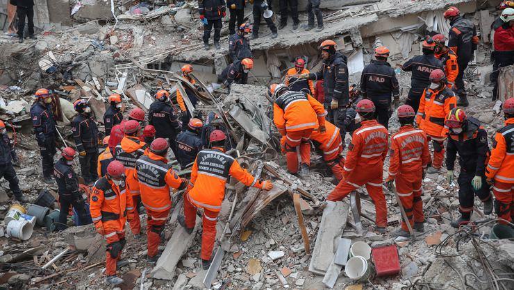 Kartal'da çöken binada hayatını kaybedenlerin sayısı 18'e ulaştı