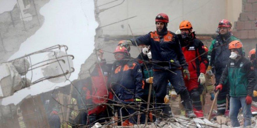 Kartal'da riskli binaların yıkımına başlandı