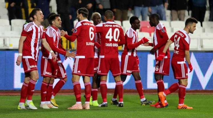 Demir Grup Sivasspor: 2 - Akhisarspor: 1