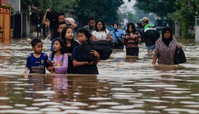 Endonezya'da sel felaketinde 50 kişi hayatını kaybetti