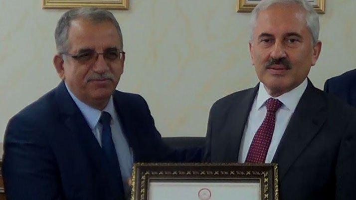 Adil Öksüz'ün kuzeni belediye başkanı seçildi, mazbatasını aldı
