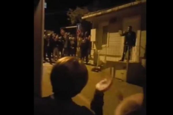 Meral Akşener'in evinin önünde toplanarak slogan atanlar beraat etti!