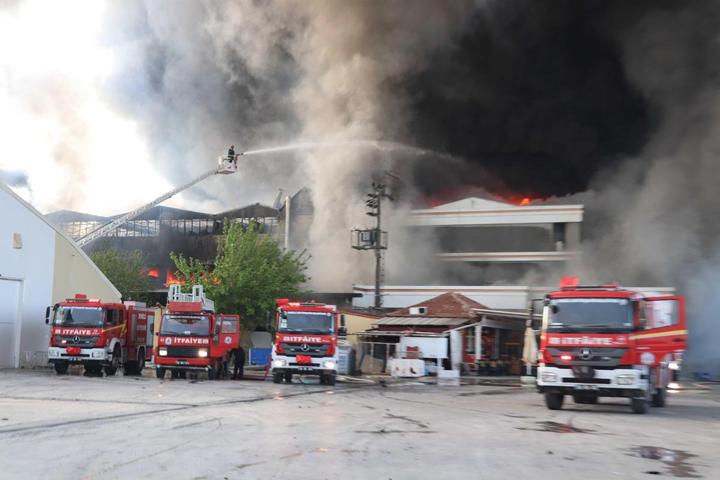 Denizli'de dev fabrikada yangın