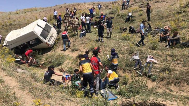 Van'da minibüs takla attı: En az 17 ölü, 25 yaralı!