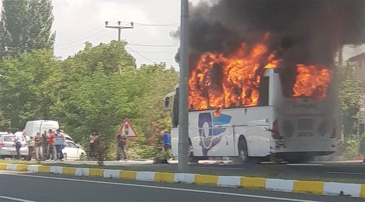Balıkesir'de otobüs yandı: Beş ölü, 15 yaralı
