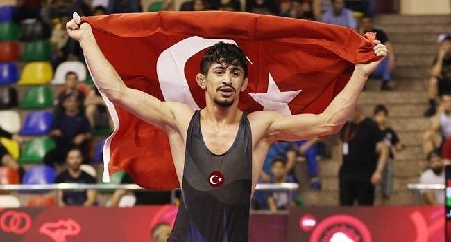 Genç güreşçi Kerem Kamal Dünya Şampiyonu