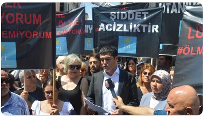 İYİ Parti, Beşiktaş ve Kadıköy'de kadına şiddeti protesto etti
