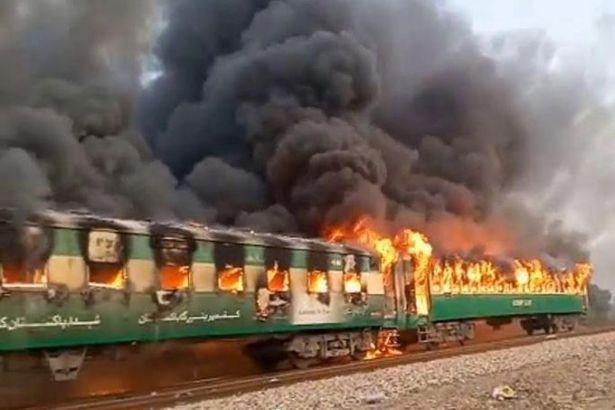 Pakistan'da tren yangını faciası! Çok sayıda ölü var