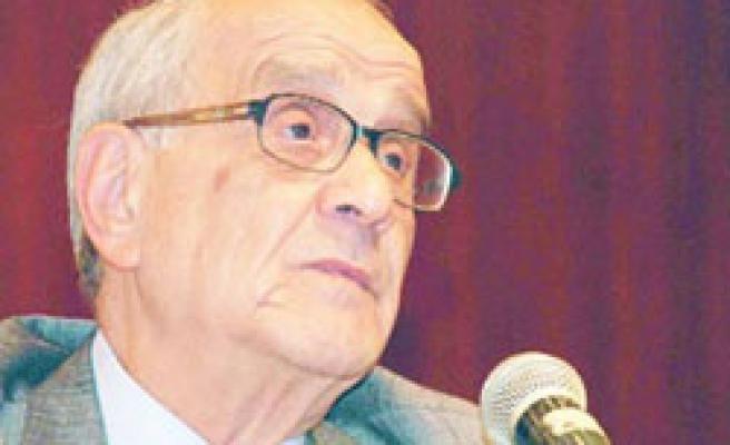 'Hocaların hocası' Mümtaz Soysal hayatını kaybetti