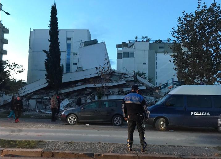 Arnavutluk'ta 6.4 büyüklüğünde deprem! Türkler'in kaldığı otel çöktü!