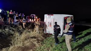 Erzincan'da yolcu otobüsü şarampole yuvarlandı! Çok sayıda yaralı var
