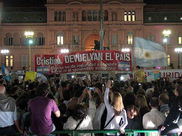 Arjantin Yeniden Protestolarla Ayaklandı