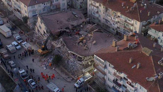 Elazığ ve Malatya'daki depremde 22 kişi hayatını kaybetti