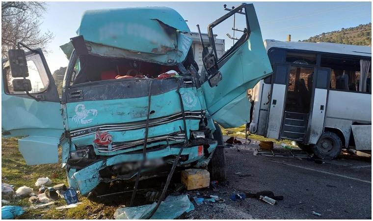 İzmir'de feci kaza! 4 Ölü 8 yaralı