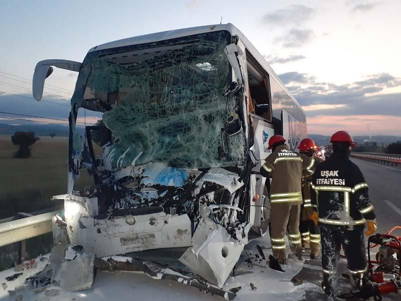Uşak'da otobüs kazası! 2 Ölü, 18 yaralı