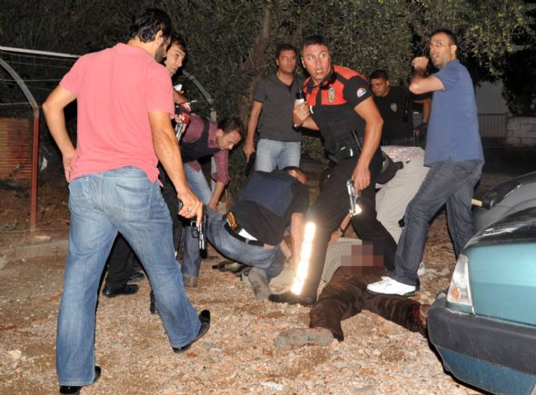 Antalyada silahlı saldırı: 3 polis şehit!