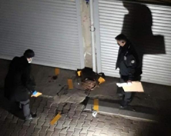 İzmir'de bir kadın sokak ortasında bıçakla katledildi