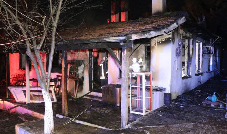Denizli'de kapalı restoranda yangın: Üç ölü