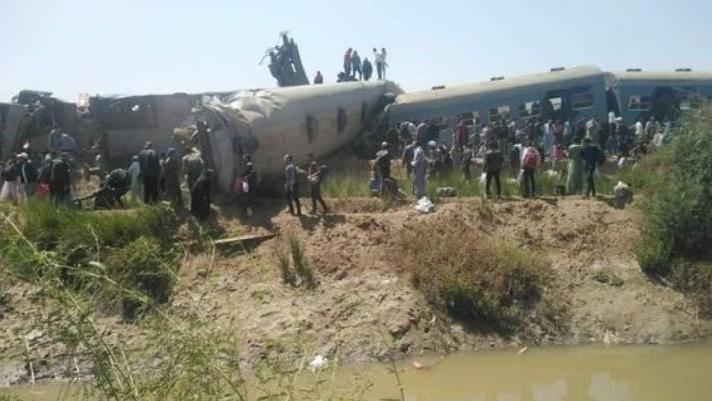 Mısır'da iki tren çarpıştı: Çok sayıda ölü ve yaralı var