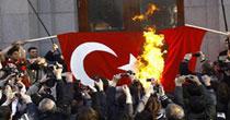 Türk bayrağını yakma iddiası!