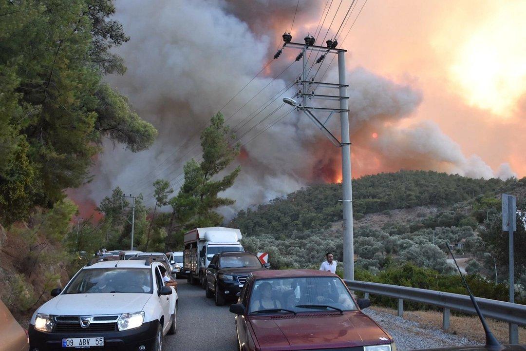 Milas Belediye Başkanı: Yangın yoğun bir şekilde devam ediyor, acil müdahale şart