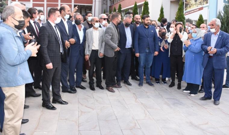 Küfreden AKP'li Belediye Başkanı Mehmet Sekmen'e İYİ Parti'den protesto
