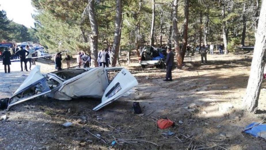Afyonkarahisar'da öğrenci servisi devrildi: 5 Can kaybı