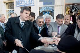 KOSOVA DEMOKRATİK TÜRK PARTİSİ AŞURE DAĞITTI
