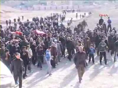 Türkmenler isyanda